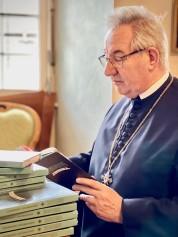 Abt Ambros Ebhart mit Jugendbrevier